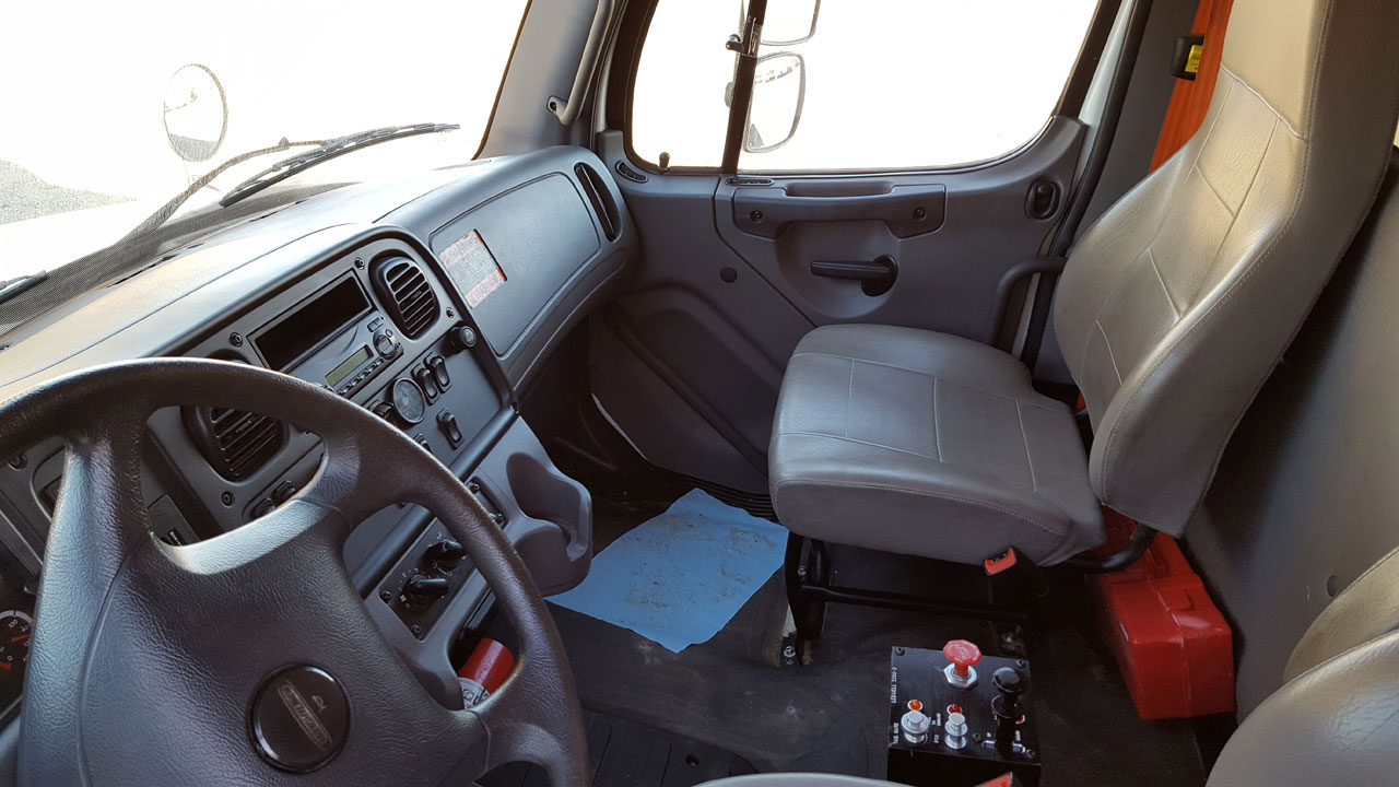 2015 Freightliner Business Class M2 106 For Sale